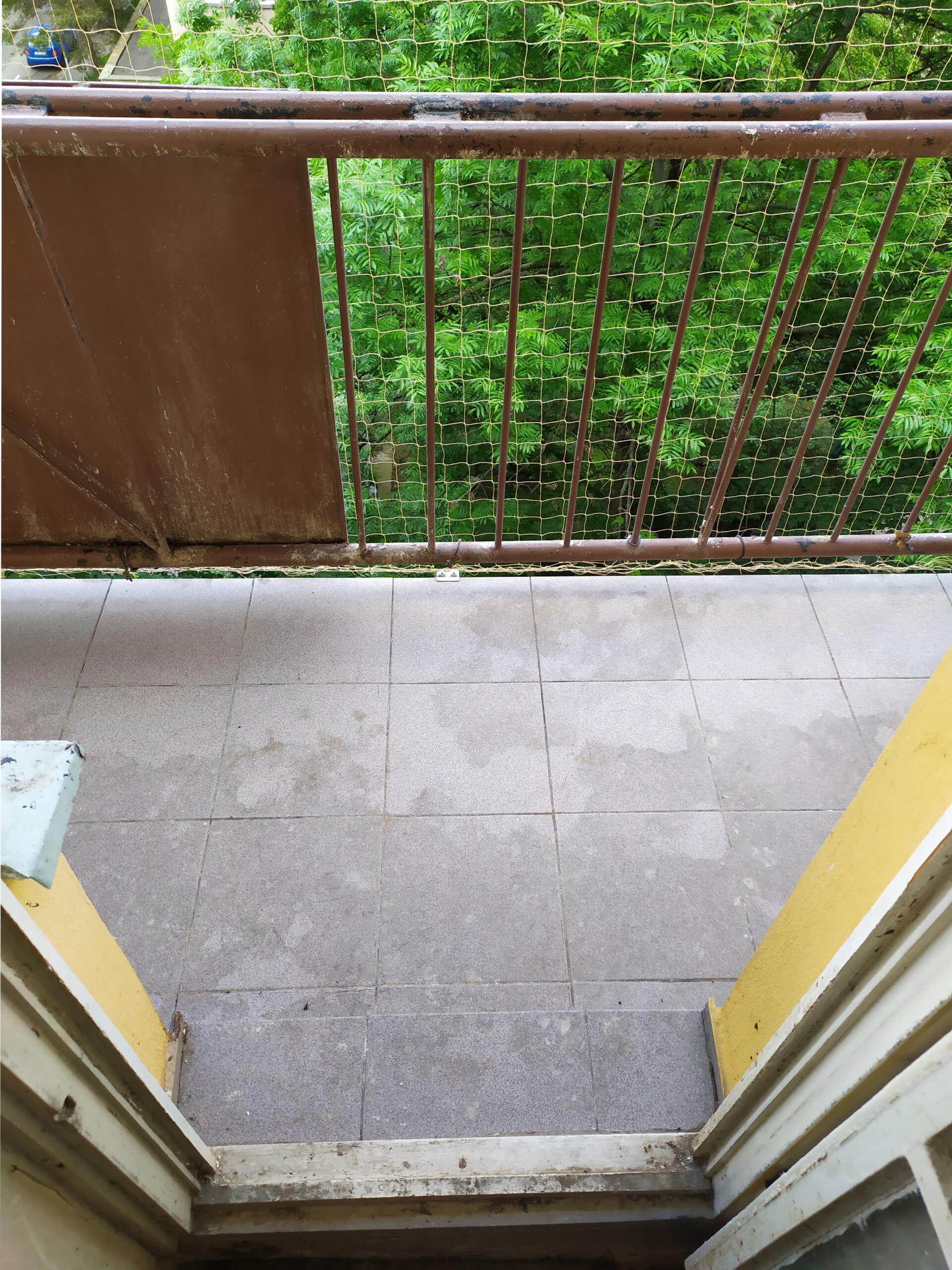 Pohled na vyčištěný balkon